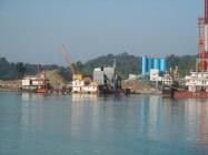 Construction du projet Shwe en 2012, au large de Ramree