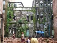 Destruction peu à peu des vieilles maisons du centre