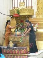Offrande aux esprits à Shwedagon
