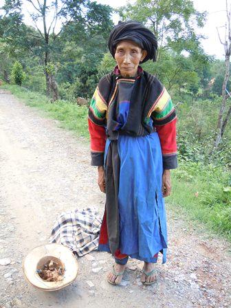 Femme Lisu, région de Chaukmè. Photo Marchés d'Asie.