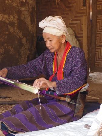 Tissage Palaung, région de Chaukmè. Photo Marchés d'Asie.