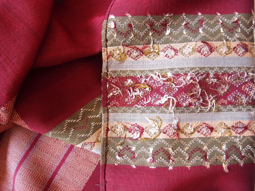 Envers d'un tissage en soie. Photo Marchés d'Asie.