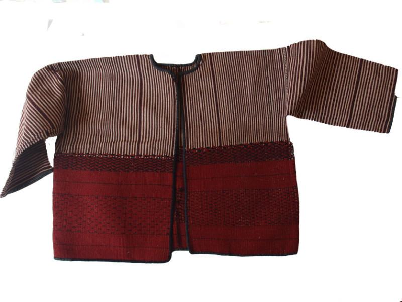 Veste de femme en coton et poils d'animaux. Photo Marchés d'Asie.