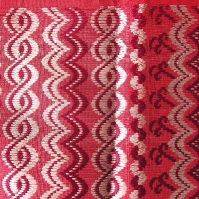 Détail d'un tissage en soie. Photo Marchés d'Asie.
